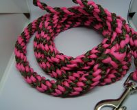 Stretchy pink & camo leash
